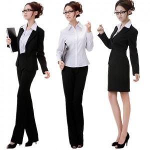 Svůj look můžete doplnit větší pracovní brašnou. Jakékoli pouzdrové šaty  můžete doplnit sakem 9d96e61554e